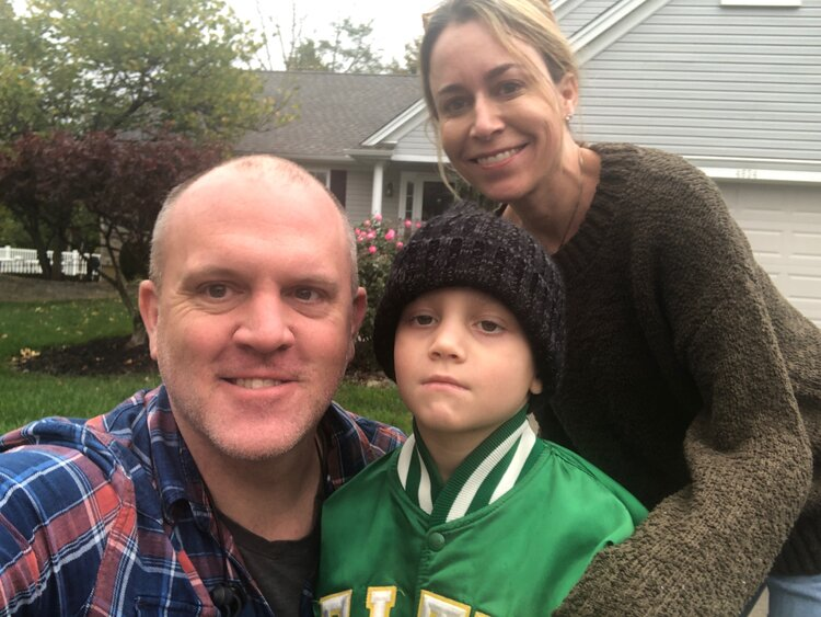mom and dad with lucas with acute myeloid leukemia